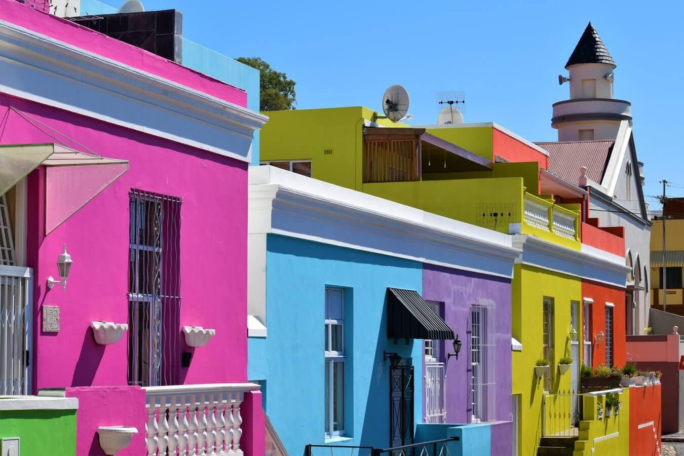 Maisons peintes de plusieurs couleurs